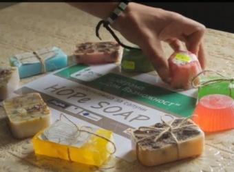 """Близо 1 600 сапуна са произвели младежите в център """"Възможност"""""""