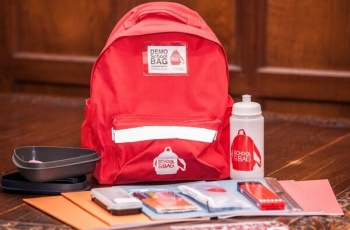 335 rucksacks with school supplies handed out by FSCI